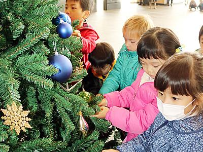 エキナカのツリー飾り付け JR富山駅南北自由通路