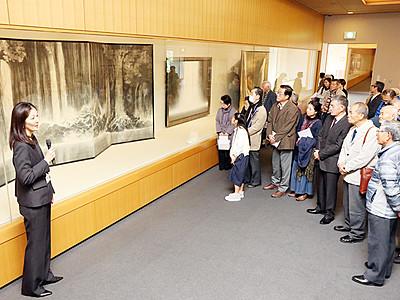 水テーマの墨画表現を紹介 県水墨美術館