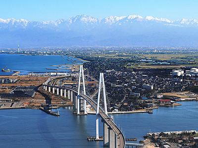 師走の大パノラマ 立山連峰と新湊大橋