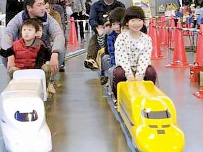 ミニ新幹線の乗車体験が人気 つるが鉄道フェスティバル