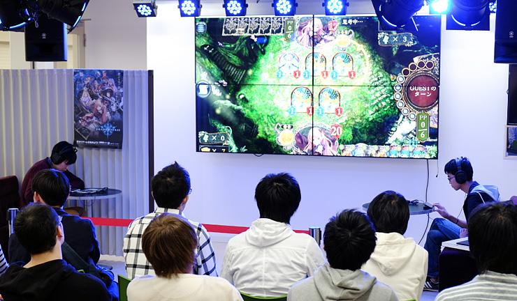 高岡市で10月に開かれた対戦ゲームの大会。県eスポーツ協会が運営に協力した=クルン高岡B1ステージ