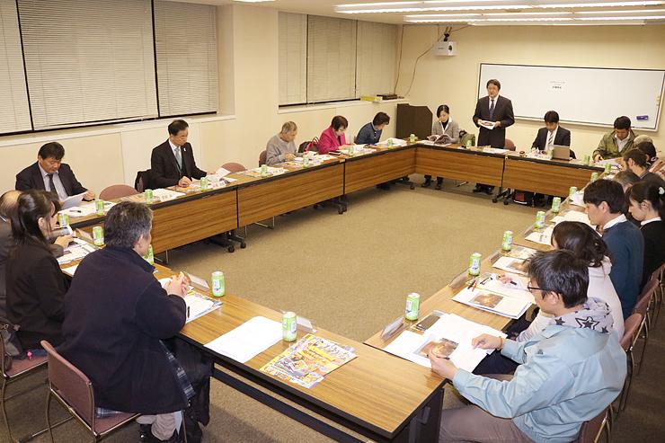 来年の「スキヤキ・ミーツ・ザ・ワールド」日程が報告された評議員会=南砺市福野文化創造センター
