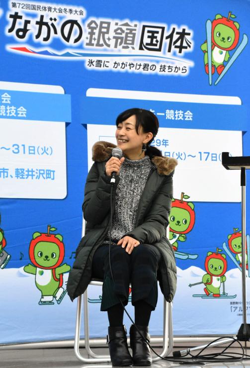 トークショーで話す上村愛子さん