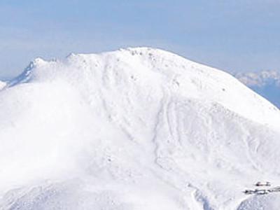 雪の白山たおやか 立山連峰と壮大パノラマ