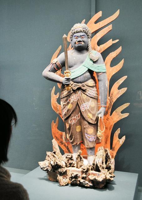 初公開されている不動明王立像=福井県小浜市の福井県立若狭歴史博物館