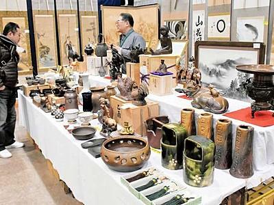 掛け軸や陶器骨董品ずらり 福井で展示販売会開幕