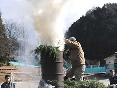 木曽谷の連帯育む「のろし上げ」 28カ所一斉に白い煙