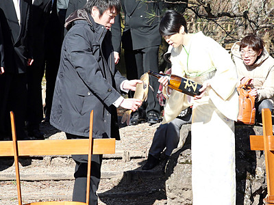 「鯉の放流」で厄払い 庄川町金屋の伝統行事