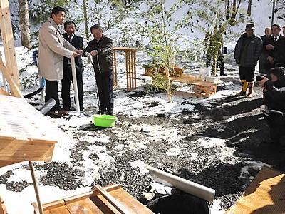 熱意実り温泉スタンド「開湯式」 木祖の県道沿い