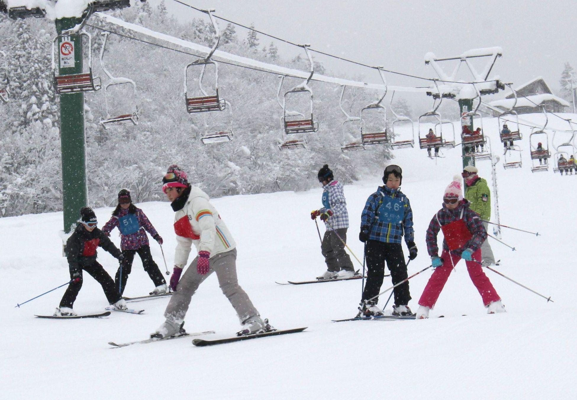 待望の降雪でようやくオープンした三川・温泉スキー場