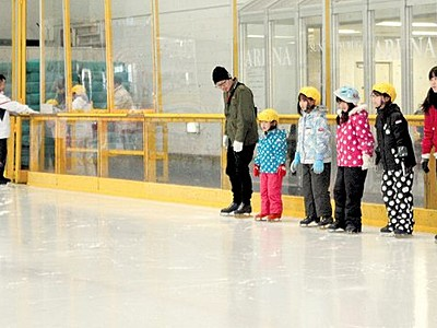 ニューサンピア敦賀、今季も盛況 高い氷の質、無料教室も
