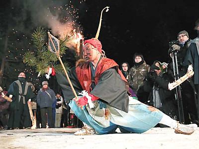 雪の夜、力強く舞う神々 阿南「新野の雪祭り」