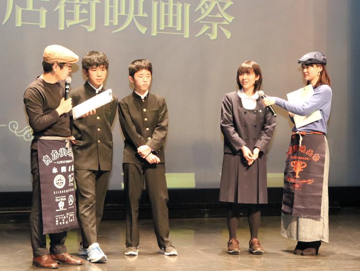 入選作についてステージで語る信州大付属松本中学校の生徒ら