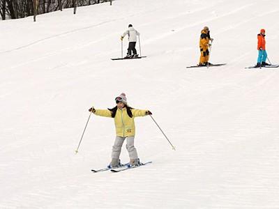 発祥の地で滑り満喫 金谷山スキー場オープン 上越