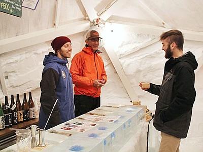 巨大かまくらで日本酒をごくり「雪酒場」開催中 妙高