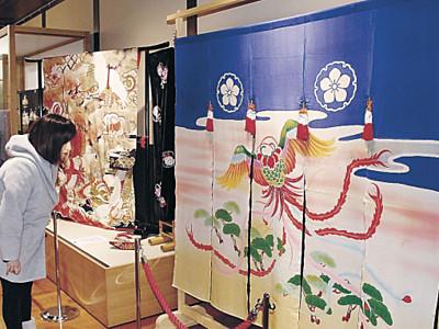 高岡の花嫁のれん並ぶ 七尾で企画展示