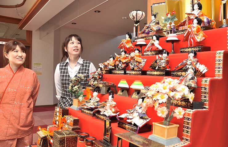 保養センター尾張あさひ苑で飾っている昭和のひな人形