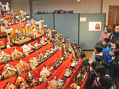 飯山のおひなさま大集合 「ふるさと館」企画展