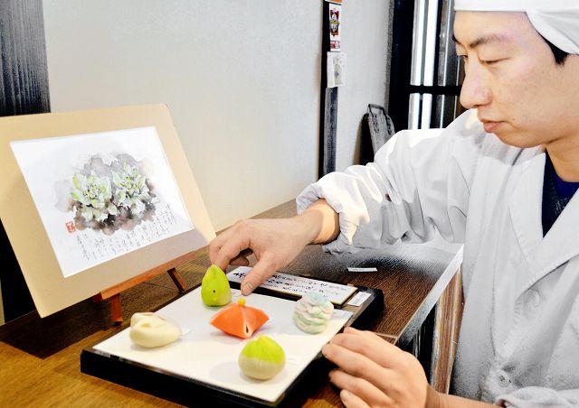二十四節気にちなんだ和菓子を手掛けた上田浩人さん=福井県小浜市一番町の伊勢屋