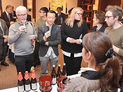 県内の日本酒、海外発信へ ワイナリーオーナーら招き上田で試飲会
