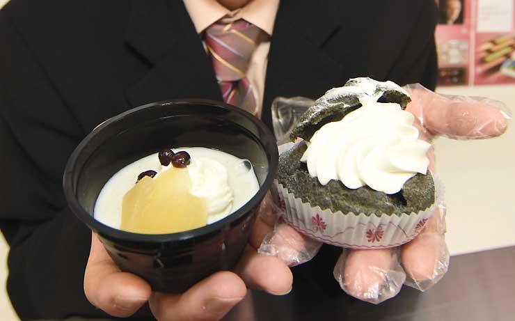 販売が始まった「そばとりんごのまつもとプリン」(左)と「松本城シュークリーム」
