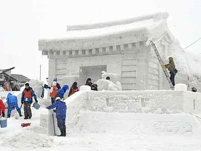 真っ白神社、飯山に登場 「雪まつり」開幕