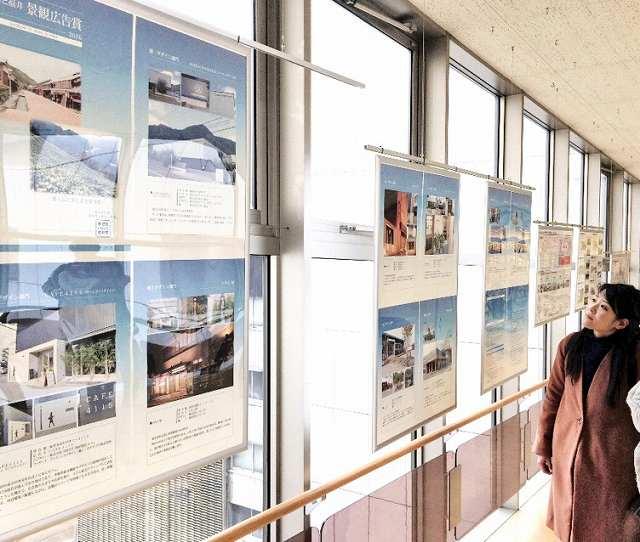 ふるさと福井景観広告賞の本年度受賞作を紹介しているパネル展=10日、福井市の西武福井店