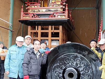 曳山の車輪117年ぶり補修 氷見・上伊勢町内会