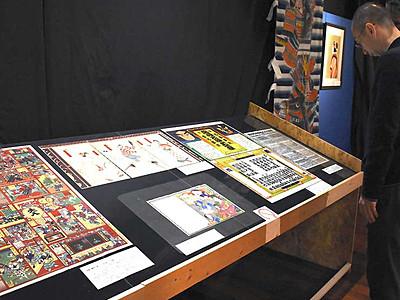 浮世絵や掛け軸で人形芝居に触れて 飯田で19日まで作品展