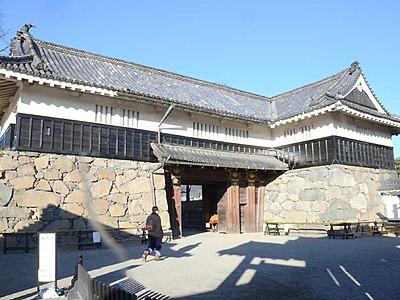 松本城黒門と本丸北石垣改修へ 老朽化で応急処置