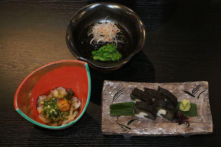 「浦島」で提供されるナマコ料理。左から時計回りで酢の物、やわらか煮、かまぼこ仕立て