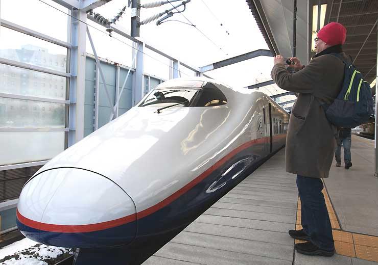 3月末で北陸新幹線から引退するE2系=長野駅