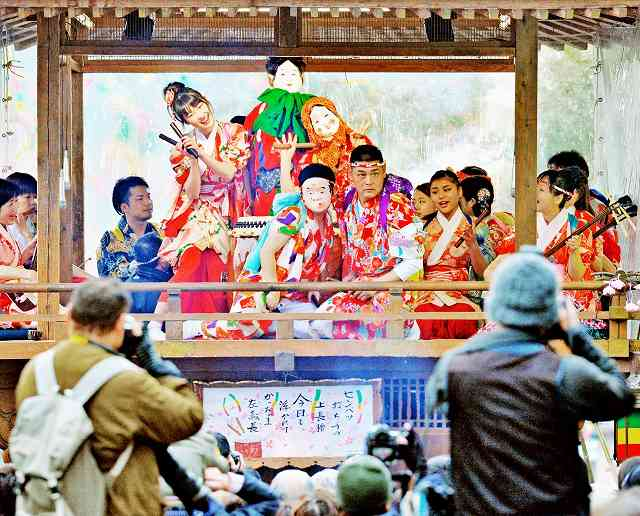 大勢の観光客でにぎわう勝山左義長まつり=昨年2月、福井県勝山市