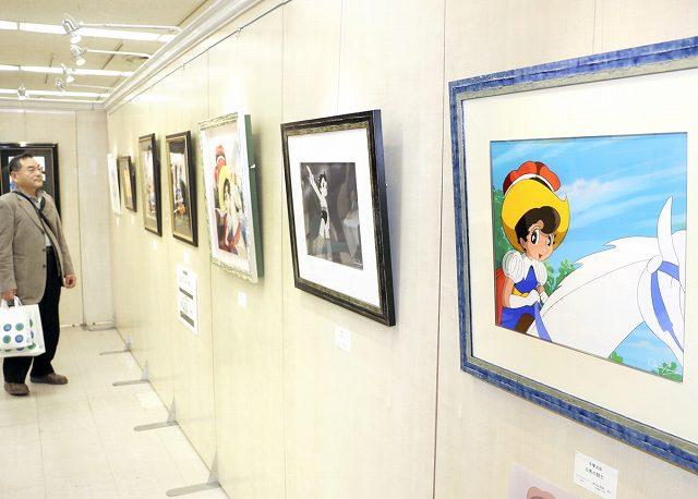手塚作品のさまざまなキャラクターの魅力が感じられる版画展=16日、福井市の西武福井店