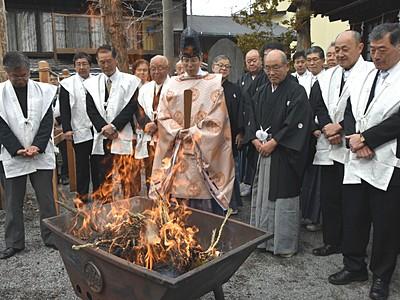 諏訪湖「御神渡りなし」 八剣神社で注進奉告祭
