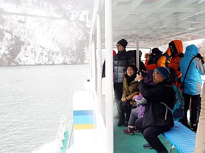 雪景色が海外客魅了 庄川遊覧船、初の1万人超見込み