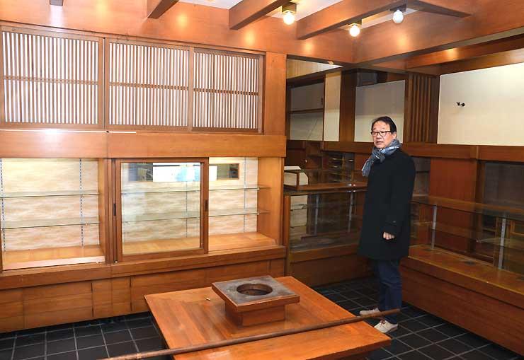 かまくらやが直営小売店に改修する元菓子店の内部=松本市大名町通り
