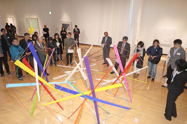 さまざまな表現の作品が並んだアートハウスおやべ現代造形展=アートハウスおやべ