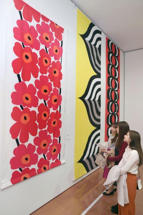 生地やドレスなど約200点を紹介する「マリメッコ展」の会場=3日、新潟市中央区の県立万代島美術館