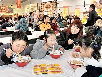 全国の人気ラーメン店集結 福井県産業会館、27日まで