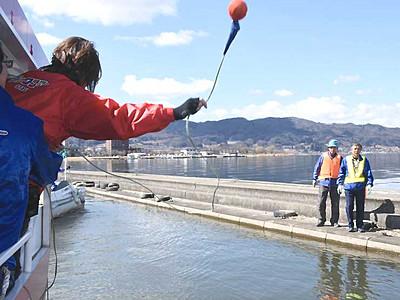 水陸両用バス、諏訪湖で救助訓練 「ダックツアー」運行開始控え