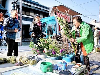 通りに旬の野菜や花ずらり 大野、七間朝市が休業終え再開