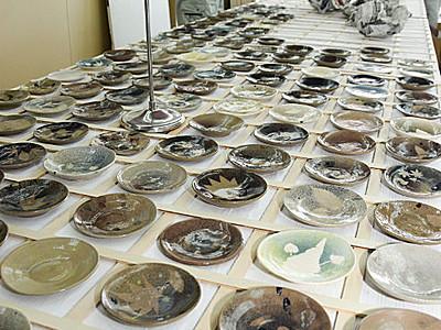 国際芸術祭でおもてなし 大町の小中生が小皿制作