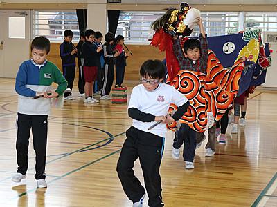 伝統の獅子舞練習 高岡・平米小、来月披露