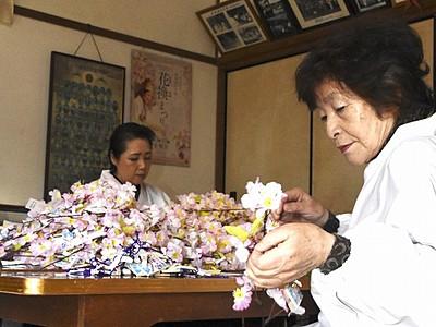金崎宮の花換まつり1日開幕 願いかなう桜小枝作り6千本