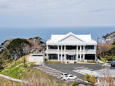 日本海や水仙眼下の料理店 越前岬ランド