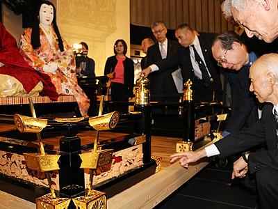 鋳物・彫金の技駆使 「平成の御車山」飾り金具披露