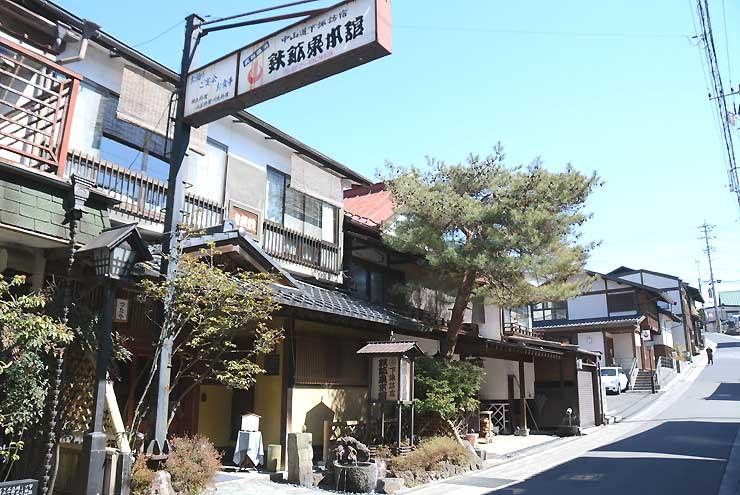 「お試し移住」で下諏訪町が移住希望の利用者への宿泊費補助を予定する旅館の一つ「鉄鉱泉本館」