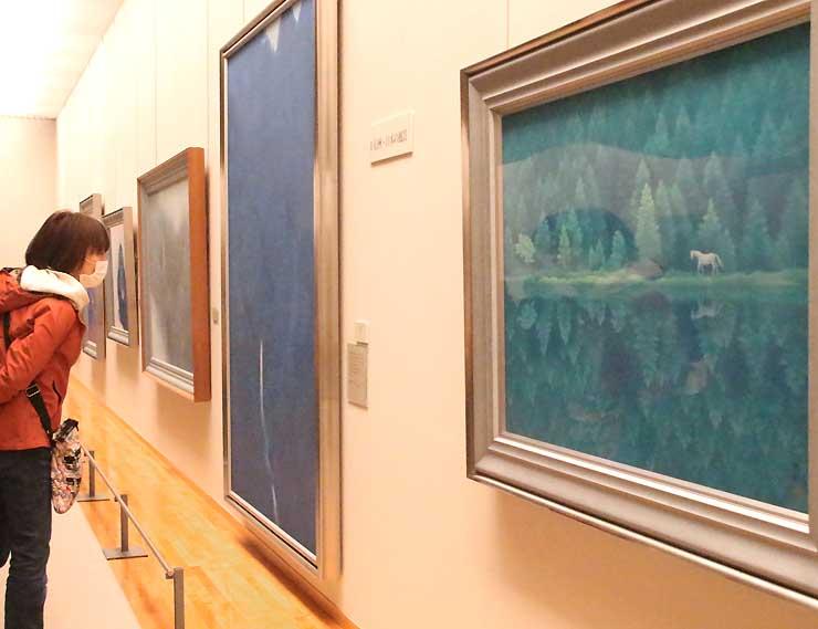 初期から晩年までの作品が並ぶ特別展