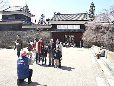 一足先に催しにぎわい 上田城千本桜まつり開幕